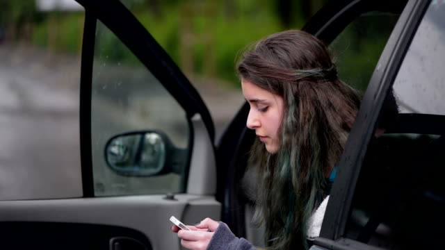 teen sms - boyfriend video stock e b–roll
