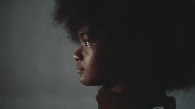 teenage afro mädchen - profile stock-videos und b-roll-filmmaterial