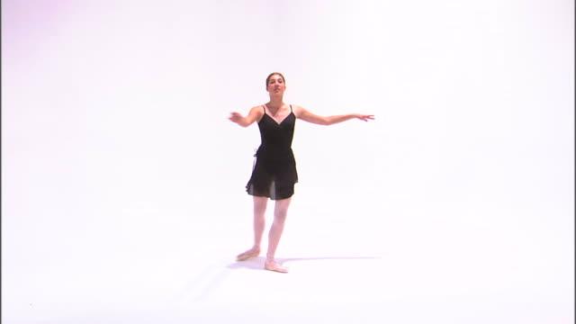 ws teenage (16-17) ballerina dancing, against white background / orem, utah, usa - バレリーナ点の映像素材/bロール