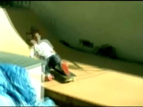 / teenage boy attempting skateboard stunt on homemade ramp flies into air and crashes on ramp slamming his head into the ramp skateboarder crashes on... - unfall ereignis mit verkehrsmittel stock-videos und b-roll-filmmaterial