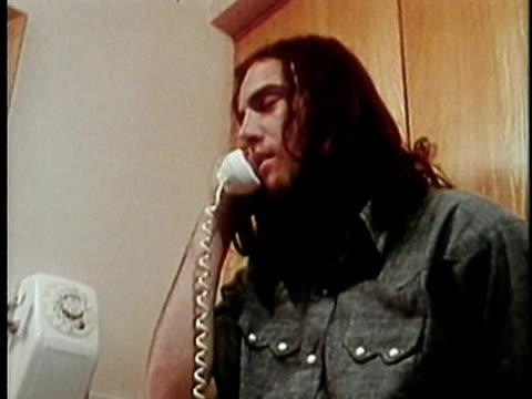 1973 zi cu teenage boy talking on phone, los angeles, california, usa / audio - männlicher teenager allein stock-videos und b-roll-filmmaterial