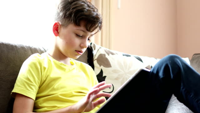 teenage boy using social media - preadolescente video stock e b–roll