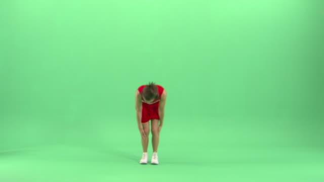 ws, teenage (16-17) cheerleader doing flips in studio - 全身点の映像素材/bロール