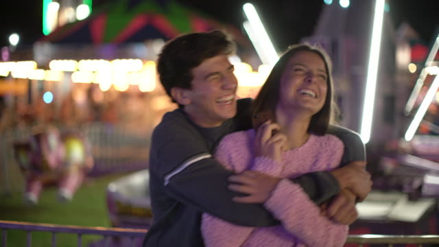 vidéos et rushes de ms teenage couple at a carnival at night - couple d'adolescents