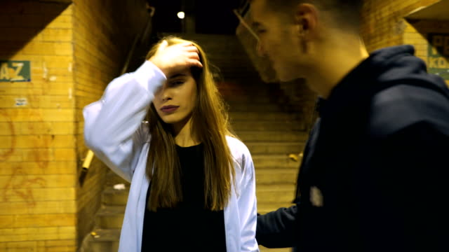 teenage couple breakup - spingere video stock e b–roll