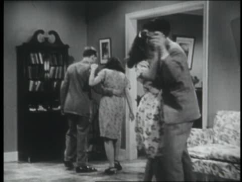 vídeos y material grabado en eventos de stock de b/w 1946 teenage couple dancing at party / jump cut - 1946