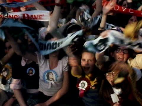 vídeos y material grabado en eventos de stock de teenage fans of david cassidy wave their scarves and banners at the camera 1974 - 1974