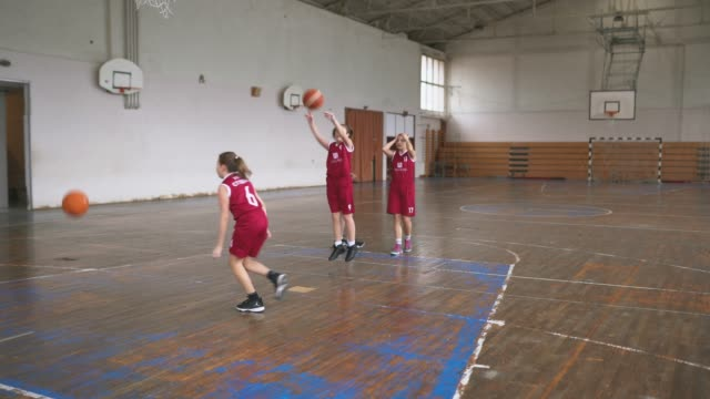 teenage female basketball team at training class - charging sports stock videos & royalty-free footage