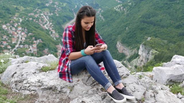 Teenager-Mädchen in der Natur