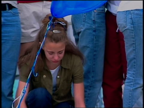 teenage girl crying at columbine massacre vigil - trauernder stock-videos und b-roll-filmmaterial