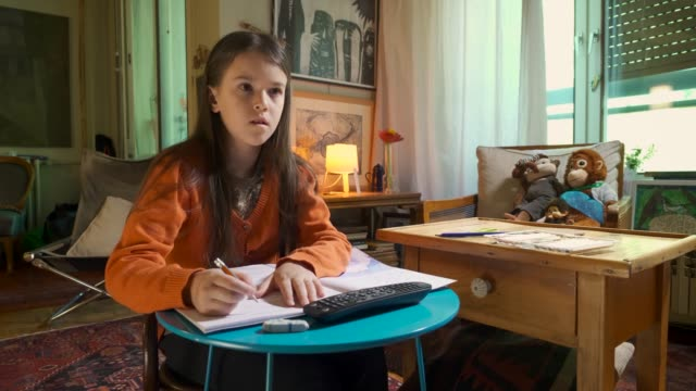 vídeos de stock e filmes b-roll de teenage girl doing school work video online lesson at home isolation during covid-19 - 8 9 anos