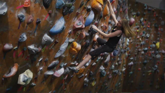 teenage girl free climbing an indoor climbing wall - free climbing stock videos & royalty-free footage