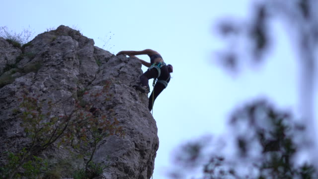 teenage girl free climbing rock formation during dusk - free climbing stock videos & royalty-free footage
