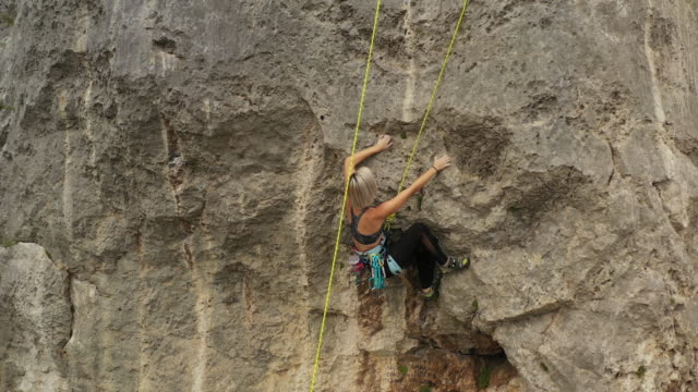 teenage girl practicing free climbing on rock - free climbing stock videos & royalty-free footage