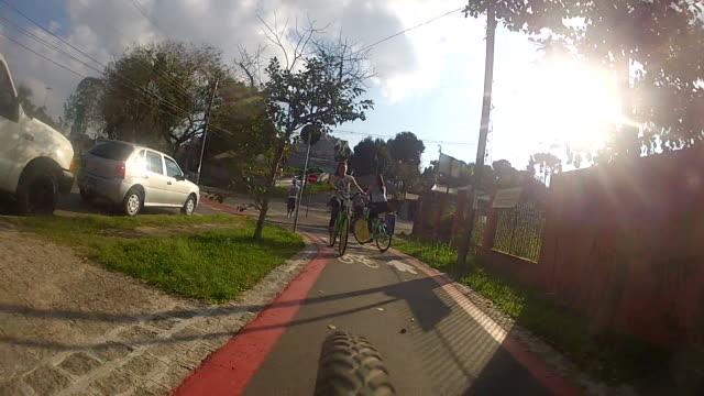 vídeos y material grabado en eventos de stock de teenage girl riding bicycle on byke lane - sólo una adolescente