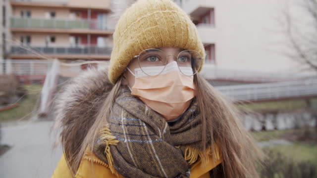 teenage girl wearing anti virus mask going to school - pollution mask stock videos & royalty-free footage