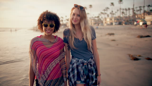 vídeos de stock e filmes b-roll de ws teenage girls hanging out at the beach - cultura jovem