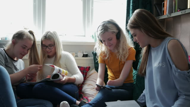 teenage girls entspannen - amputee stock-videos und b-roll-filmmaterial