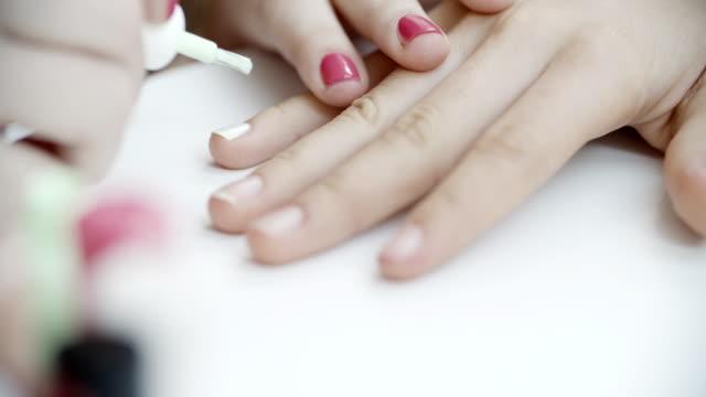 4 K: Teenager-Mädchen-Arrangement Schönheitsbehandlung.