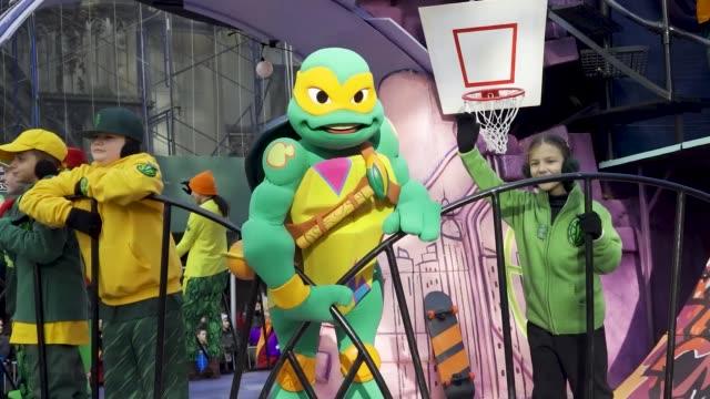teenage mutant ninja turtles. 93rd macy's thanksgiving day parade in new york city via the upper west side of manhattan on thursday november 28, 2019. - ミュータント・タートルズ点の映像素材/bロール