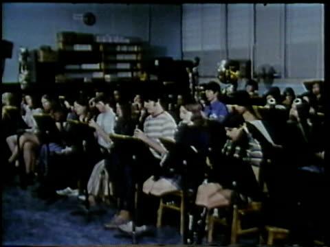 vidéos et rushes de 1972 montage teenage students in music class, arlington, virginia, usa / audio - art du spectacle