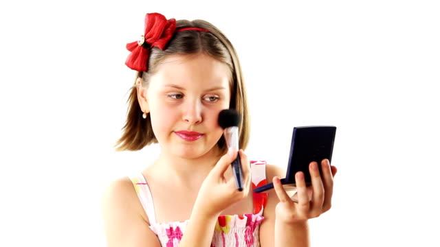 vidéos et rushes de adolescent fille de maquillage - pinceau à blush