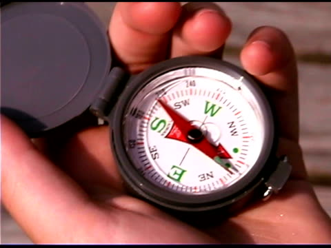 teenager holding compass - männlicher teenager allein stock-videos und b-roll-filmmaterial