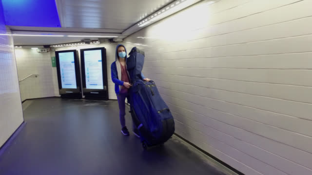 vídeos de stock e filmes b-roll de a teenager in the corridors of the metro carries an instrument bag on may 12 2020 in paris france france has started a progressive relaxation of its... - pano de protecção