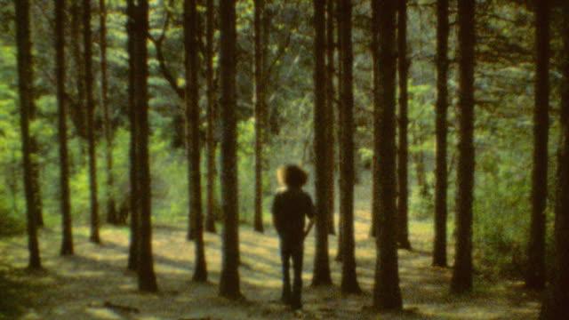 vídeos de stock, filmes e b-roll de teenager is contemplating in the forest / teen walks into the forest / forest walk on october 01 1970 in farmington utah - cabelo assanhado