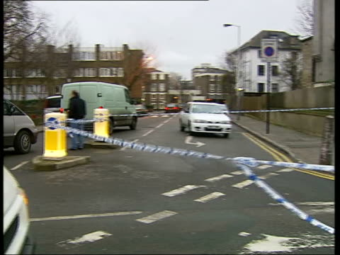 vídeos de stock e filmes b-roll de teenager murdered in kentish town; itv london tonight: underlay itn england: london: kentish town: ext police tape sealing off road at site of murder... - kentish town