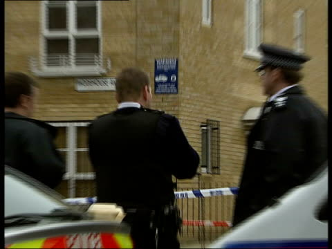 stockvideo's en b-roll-footage met teenager shot dead in his bedroom in peckham murder scenes england london southampton way ext traffic passing police cars parked next taped off area... - peckham