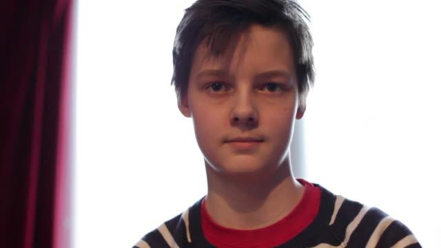 vídeos de stock, filmes e b-roll de teenager - meninos adolescentes