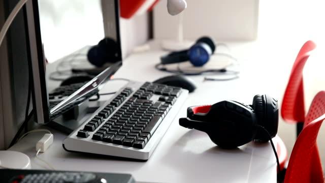 teenager's desk - セレクティブフォーカス点の映像素材/bロール