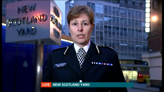 teenagers released on bail following arrests on terrorist charges england london gir helen ball at new scotland yard live interview sot - 保釈点の映像素材/bロール