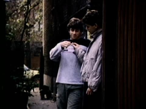 1986 montage teenagers smoking cigarettes, usa, audio - smoking stock-videos und b-roll-filmmaterial