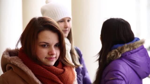 vídeos de stock e filmes b-roll de adolescentes - só meninas adolescentes