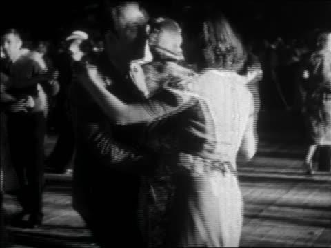 vídeos de stock, filmes e b-roll de b/w 1938 teens swing dancing / documentary - 1930