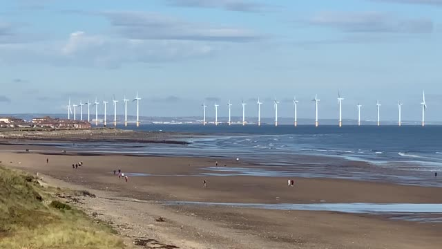 vídeos de stock, filmes e b-roll de teesside wind farm near the mouth of the river tees off the north yorkshire coast. every home in the country will be powered by offshore wind within... - tees river