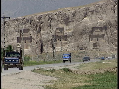 vídeos y material grabado en eventos de stock de tehran to allow ancient artefacts to be exhibited in europe persepolis ext the ruins of the city with blue truck towards in f/g gv city of persepolis... - pared de roca