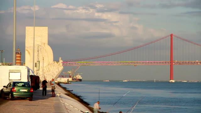 リスボンのテージョ川渓谷 - 4月25日橋点の映像素材/bロール