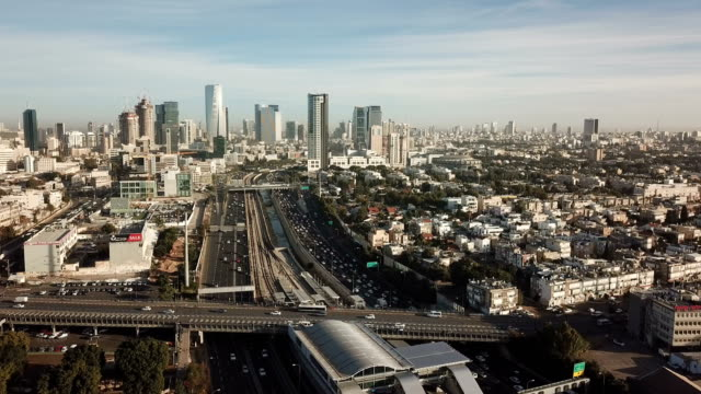 tel aviv aerial /busy traffic in ayalon highway, with towers and financial district - tel aviv stock-videos und b-roll-filmmaterial