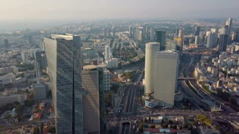 tel aviv aerial with ayalon highway, ramat gan financial district and heavy traffic - テルアビブ点の映像素材/bロール