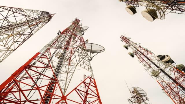 4k: telekommunikation torn - radio och tv utsändning bildbanksvideor och videomaterial från bakom kulisserna