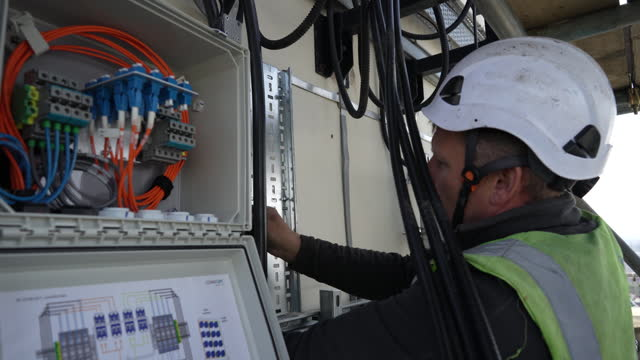 telecoms rigging employee undertakes on-site work to replace huawei 4g with nokia 5g network systems at the muswell court site in hull, u.k., on... - computer network stock videos & royalty-free footage