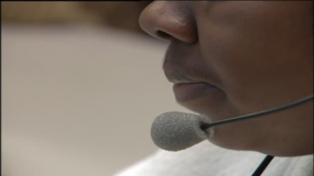 vídeos y material grabado en eventos de stock de telemarketers - técnico telefónico