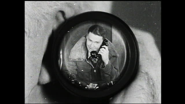vidéos et rushes de telephone conversation between two men, older man leaning on the chair and the younger man appears in the earpiece - 1940 1949