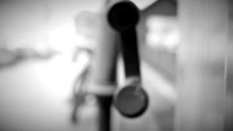 telefone mit erhöhter bewegen - telefonzelle stock-videos und b-roll-filmmaterial