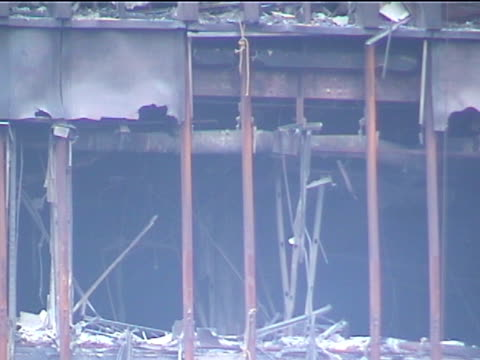stockvideo's en b-roll-footage met telephoto shot of a heavily damaged and burned out wtc building 5 in the aftermath of the 9/11 terrorist attacks in downtown manhattan - aanslagen op 11 september 2001