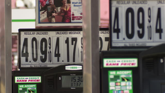 stockvideo's en b-roll-footage met a telephoto shot of gas pumps stacked up with high gas prices - benzineprijzen