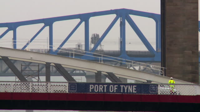 telephoto views of bridges crossing the river tyne, including the swing bridge, newcastle-upon-tyne, uk. - newcastle upon tyne stock-videos und b-roll-filmmaterial